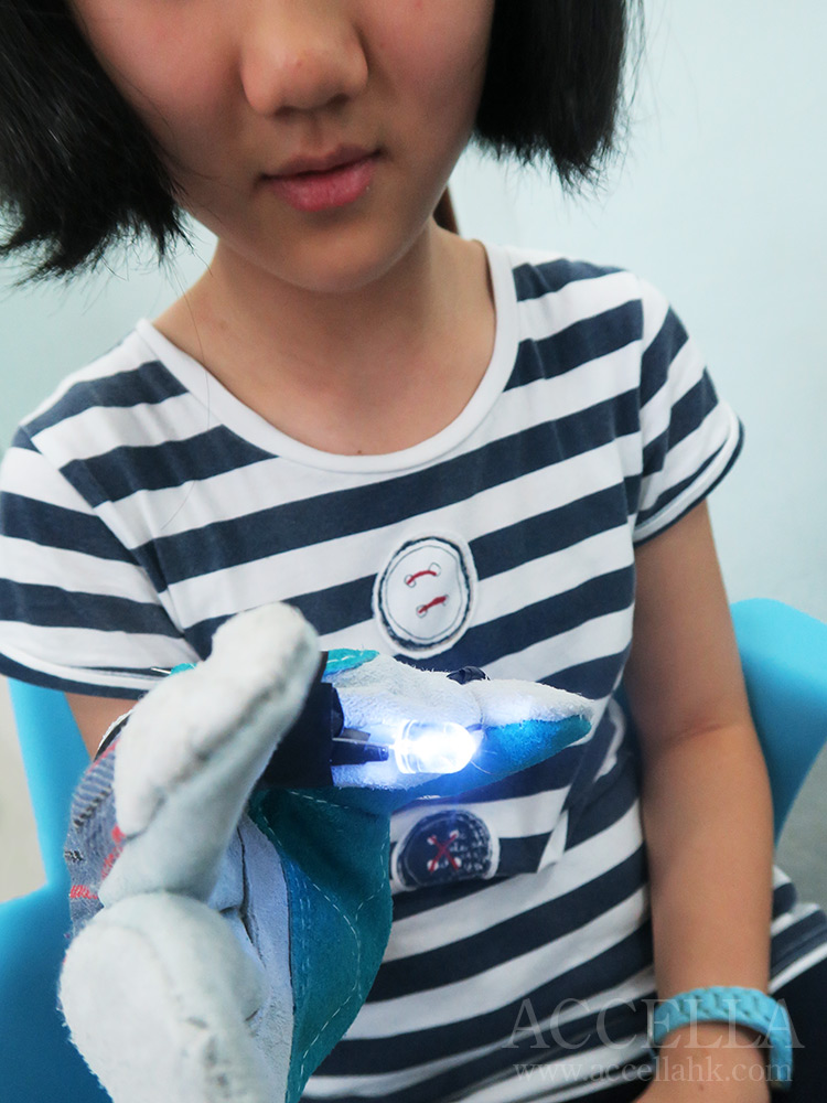 AnnaT testing the signaling LED feature of her gadget glove.